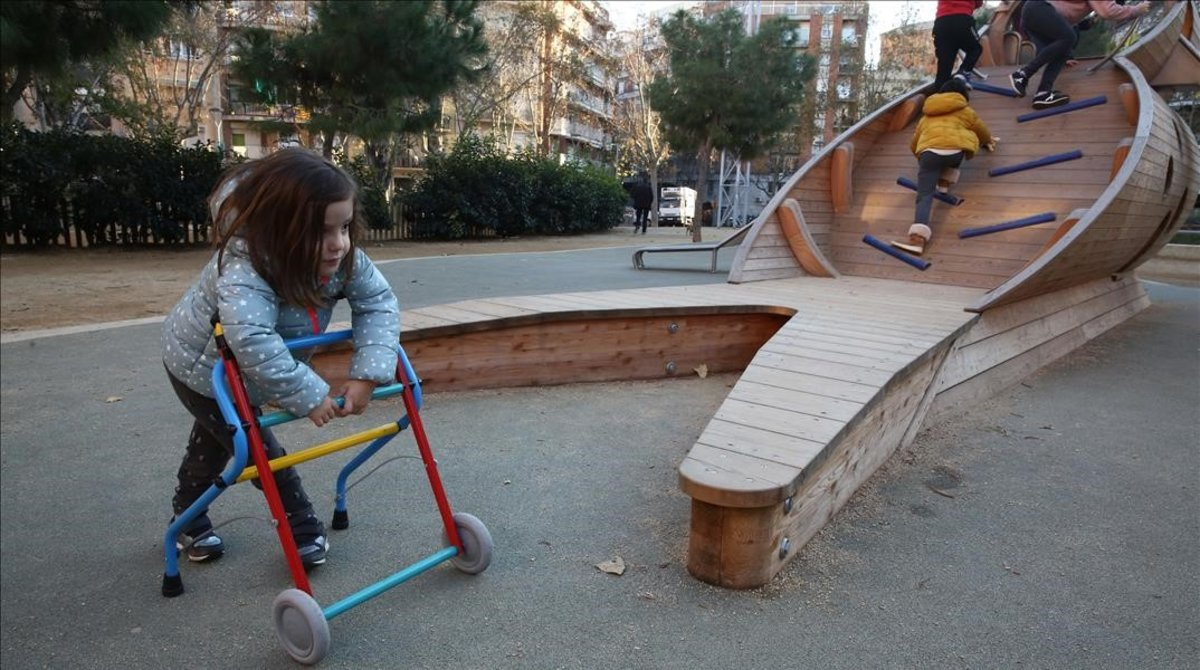 Familias y entidades denuncian la falta de parques accesibles para niños con discapacidad